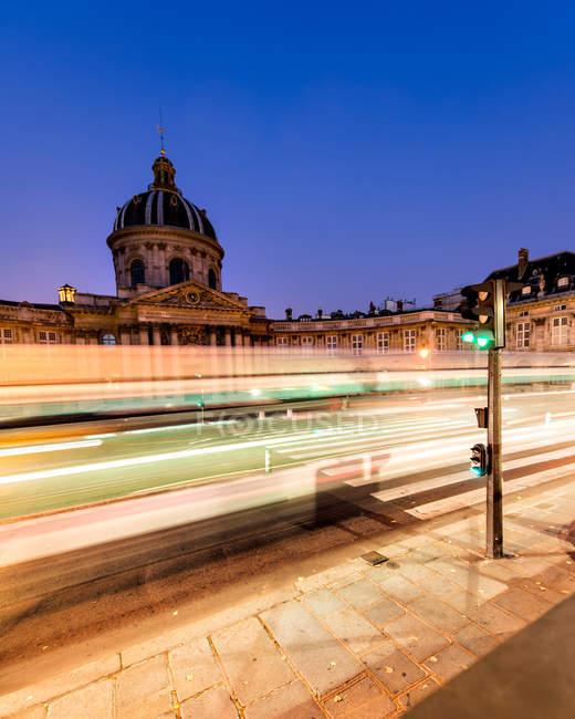 Langzeitbelichtung mit Lichteffekten, Paris rush hour — Stockfoto