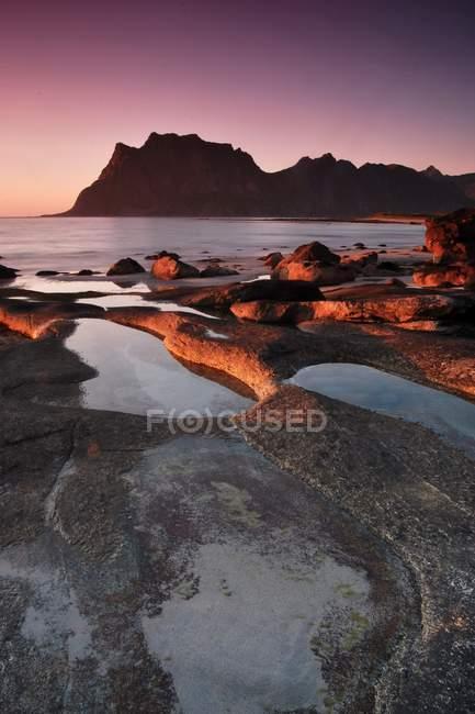Прибережні скелі в Норвегії — стокове фото