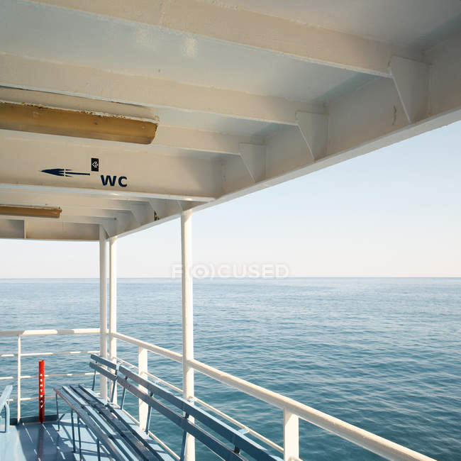 Empty deck of ferry boat in bright sunlight — Photo de stock