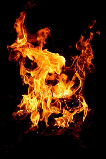 Feuer in der Nacht — Stockfoto