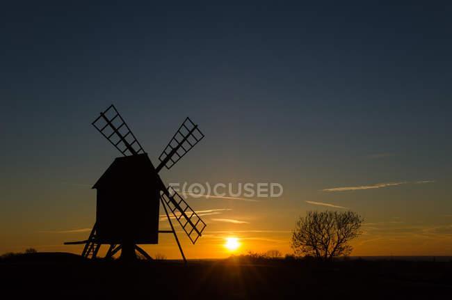 Закат на старой мельницы — стоковое фото