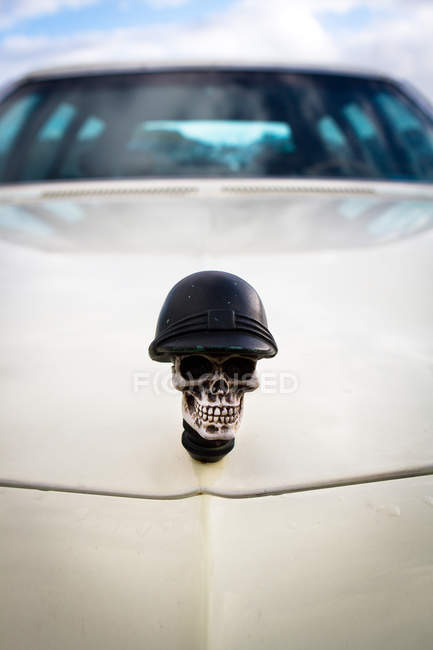 Car hood with custom skull in helmet, car decoration — Stock Photo