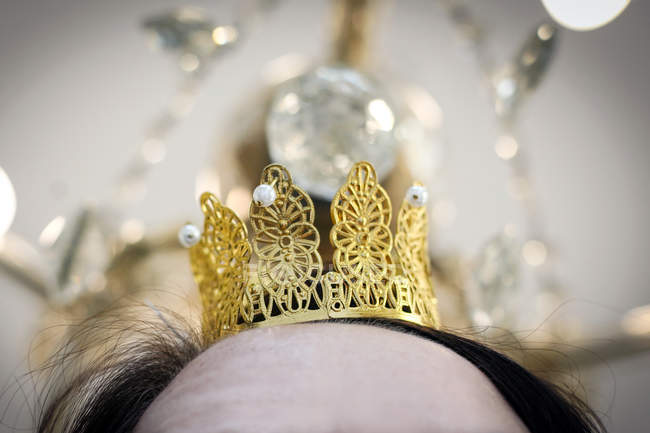 Woman wearing golden crown on head — Stock Photo