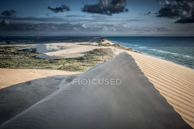 Dune de sable et vue sur la mer à susnet — Photo de stock