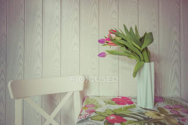 Tulip flowers on table — Stock Photo