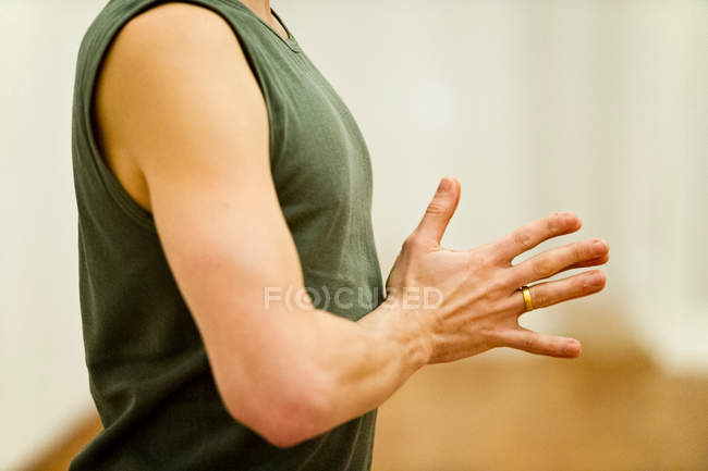 Cropped image of male masculine hands, meditating — Stock Photo