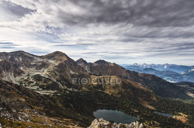 Peaks of alps with mountain lake — Stock Photo