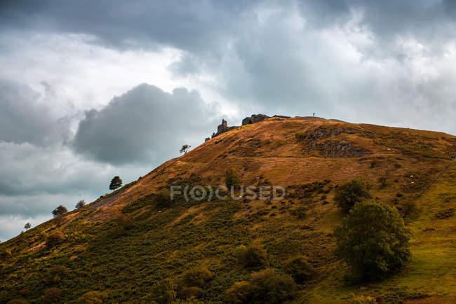 Stormy sky over the hilltop — Photo de stock