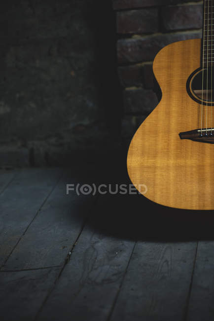 Vista parcial de cerca de guitarra clásica - foto de stock