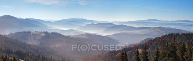 Autumn morning mist in mountains. — Stock Photo