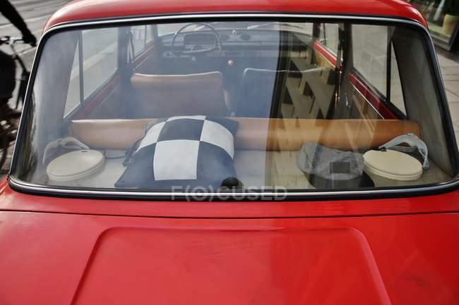 Closeup de exibição de detalhes de salão carro retrô — Fotografia de Stock