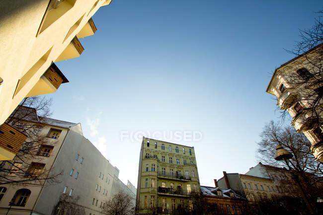 Paysage avec maisons d'habitation à Berlin, Allemagne — Photo de stock