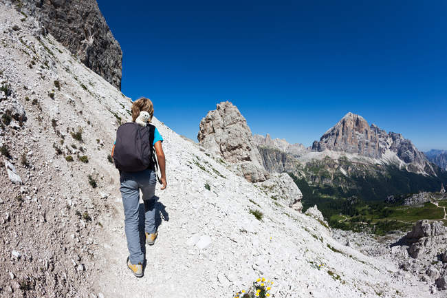 Hiker walking on mountain trail. — Stock Photo