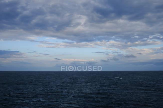 Vue de paysage magnifique et l'horizon au coucher du soleil — Photo de stock