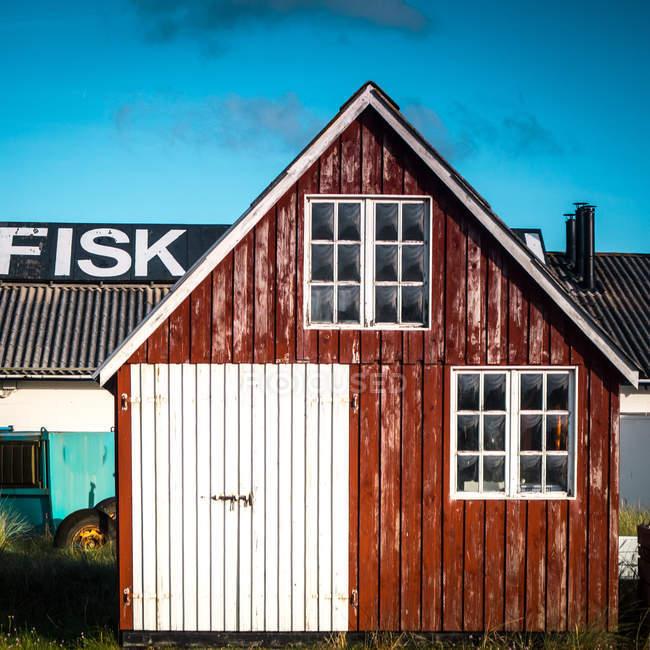 Exterior de la casa de madera - foto de stock