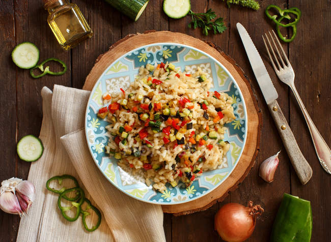 Risotto mit Gemüse und Gewürzen — Stockfoto