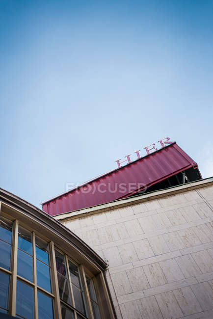 Exterior shot of buildings facade with glass windows — Stock Photo