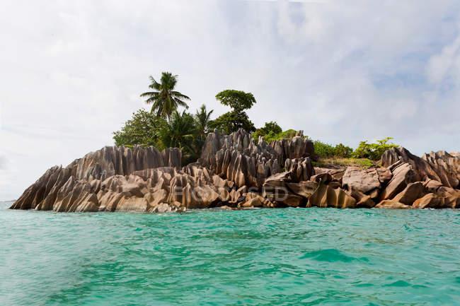 Pequena ilha no Oceano Índico, seychelles — Fotografia de Stock