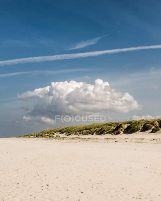 Nuvem-praia de areia — Fotografia de Stock