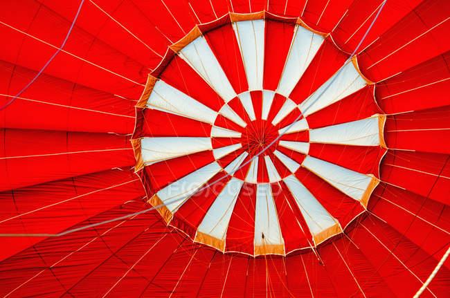 Red hot air balloon details - foto de stock