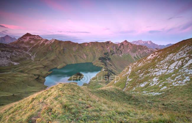 Альпийский Schtecksee озеро на рассвете — стоковое фото