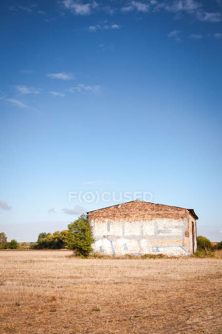 Landscape with old barn on field — Stock Photo