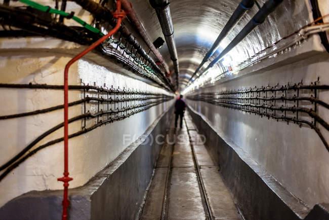 Scena urbana, vista interna tunnel con comunications — Foto stock