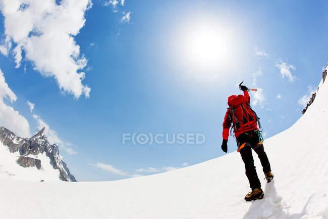 Mountaineer expresses his joy — Stock Photo