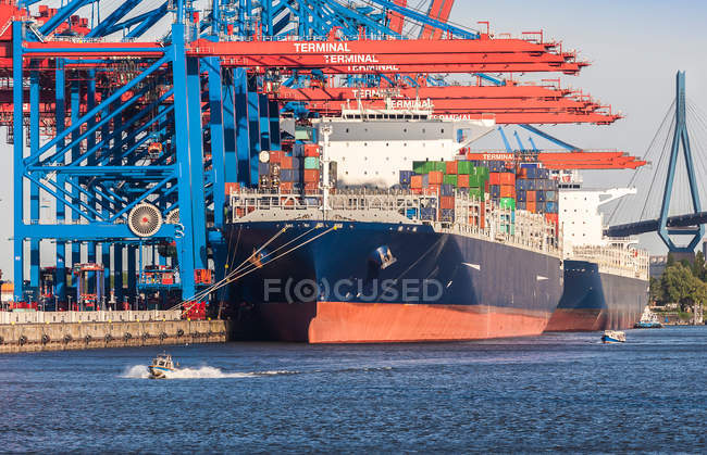 View of a huge cargo ship loaded with containers in industrial harbor — Stock Photo