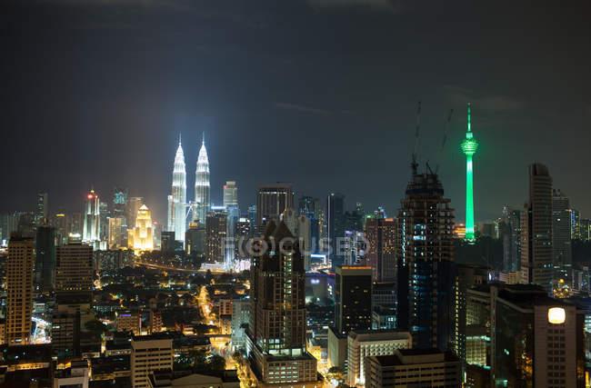 Paisaje de noche de Kuala Lumpur - foto de stock