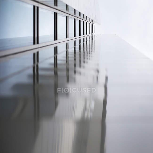Фасад здания архитектура, структура металла — стоковое фото