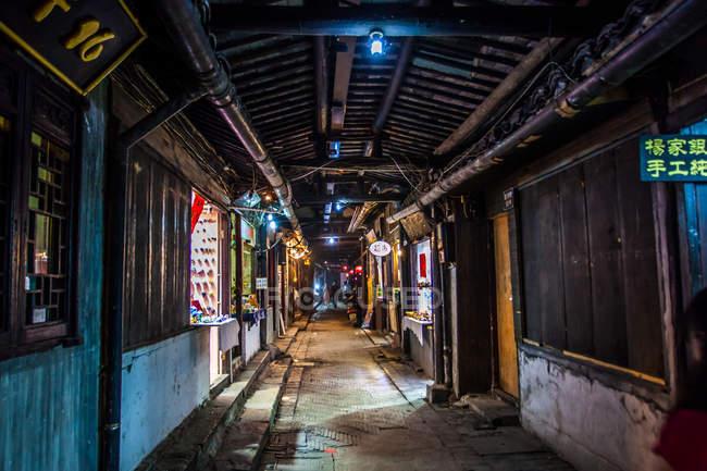 Scena urbana, vista sulla strada passaggio città, Shanghai, Cina — Foto stock