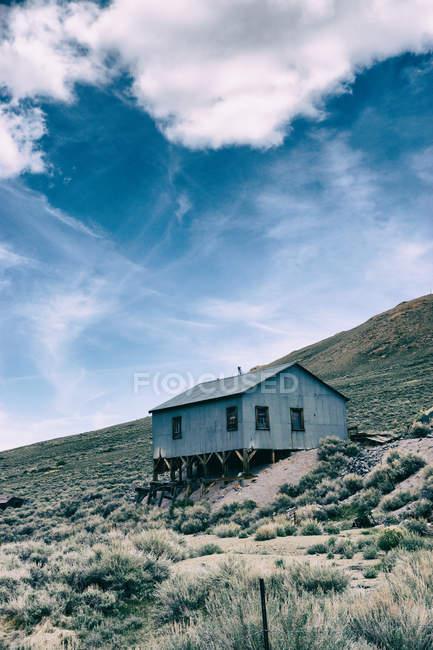 Vieille cabane en bois — Photo de stock