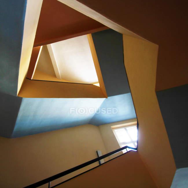 Абстрактная структура, красочные, здание формы лестниц — стоковое фото