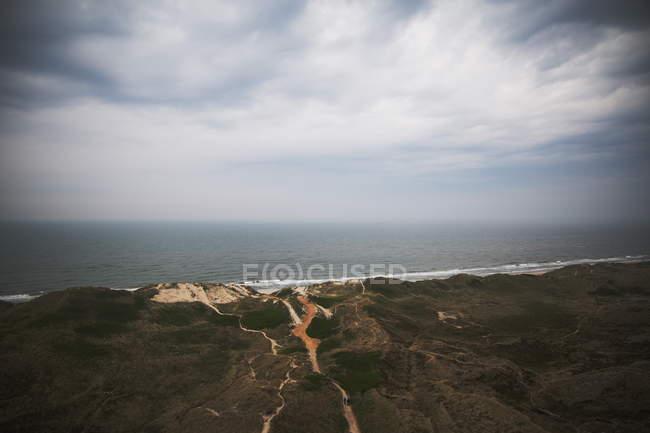 Paisagem com litoral rochoso — Fotografia de Stock