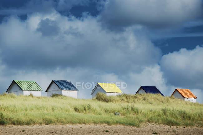 Lieu extérieur éloigné et cabanes sur la plage — Photo de stock