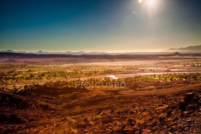 Захід сонця над луг краєвид — стокове фото