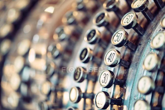 Alte Büromaschine für Berechnungen verwendete — Stockfoto