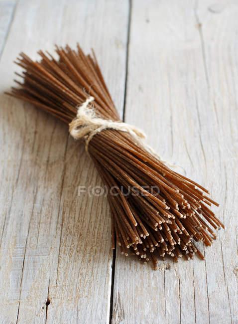 Braun Roggen spaghetti — Stockfoto