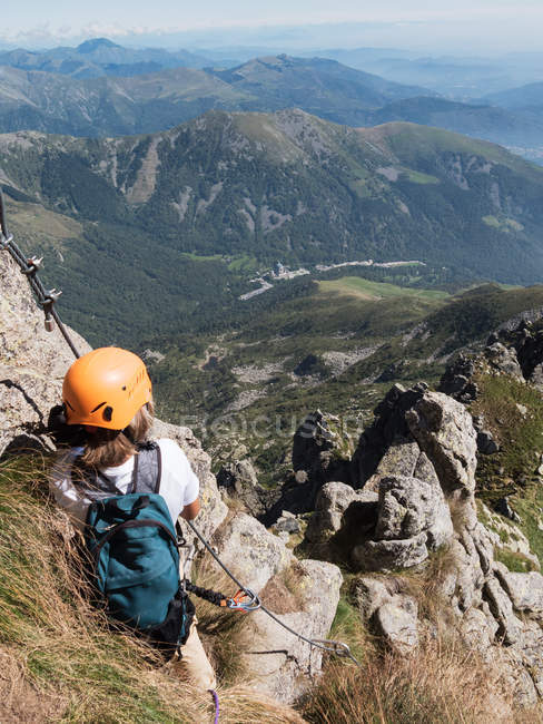 Traveler person in mountains climbing — Stock Photo