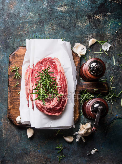 Raw meat with herbs and spices — Stock Photo
