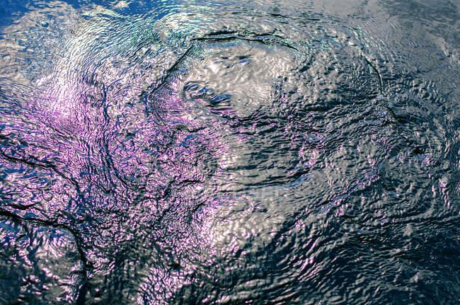 Абстрактный фон с узором отражение воды — стоковое фото