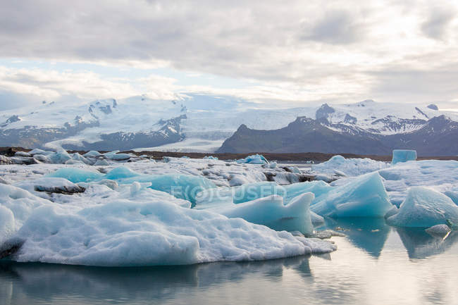Landschaft mit Gletscher Eisberg — Stockfoto
