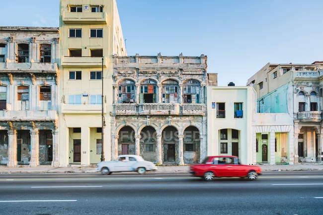 Автомобили на улице Гавана, Куба — стоковое фото