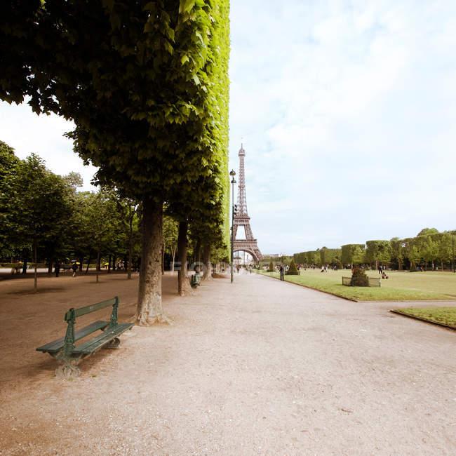 Der Eiffel-Turm im Laufe des Tages — Stockfoto