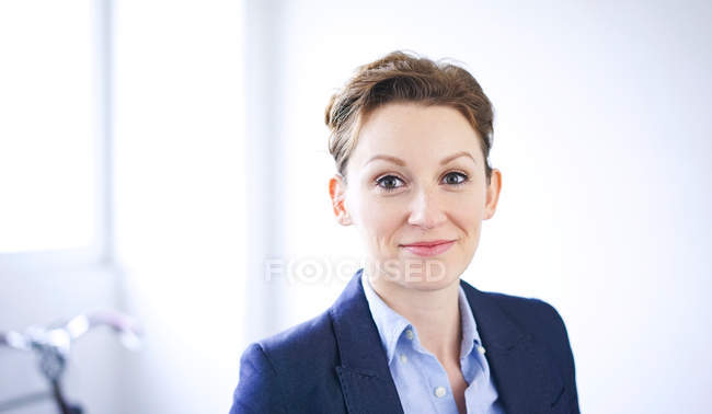 Portrait of smiling business woman in blue jacket — Stock Photo