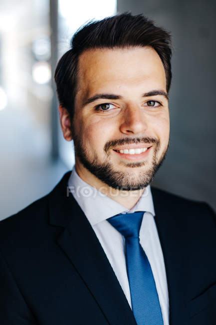 Portrait of a smiling businessman wearing jacket and tie — Stock Photo