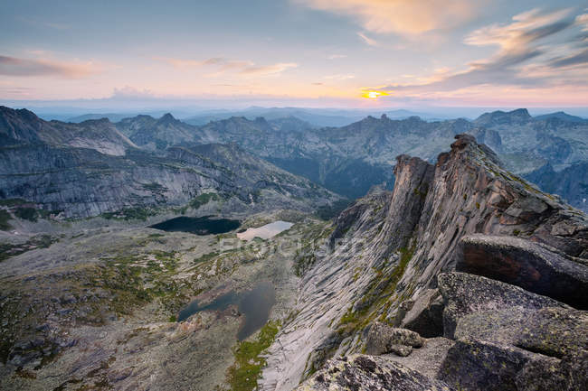 Sunset in Siberia, rocky mountains — Stock Photo