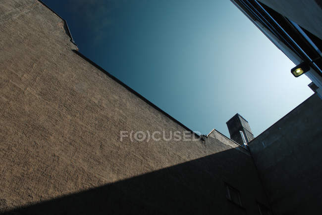 Low angle view of architectural building under clear sky — Stock Photo