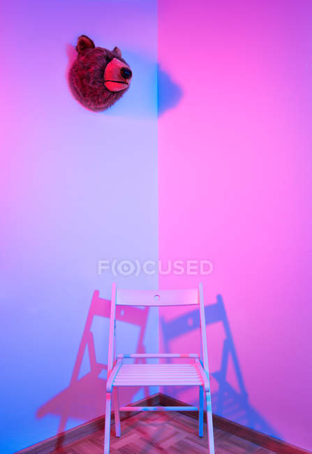 White chair in the corner of a room — Stock Photo